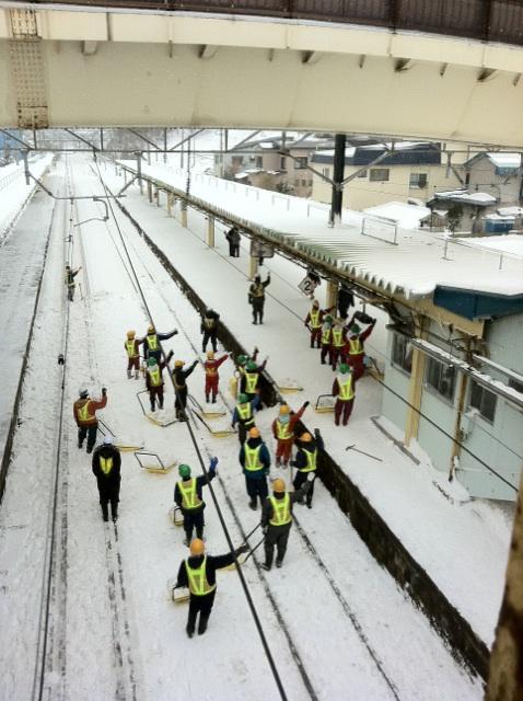 雪の駅.jpg